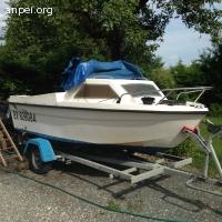 bateau avec remorque